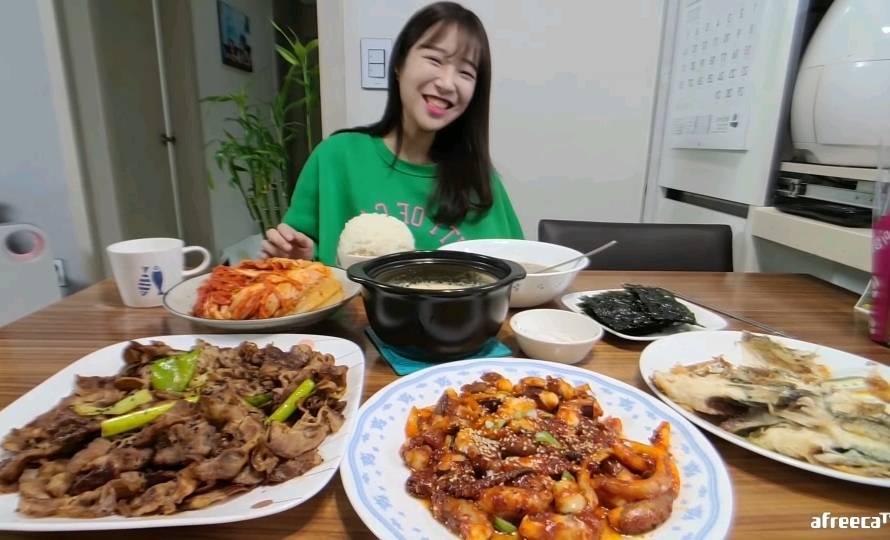 쯔양 어머니가 푸는 쯔양 밥 한 공기.gif | 인스티즈