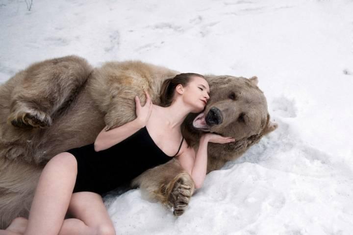 쎄보이는 모델에게 맨살을 맞대고 사진찍는 과감한 러시아녀 | 인스티즈