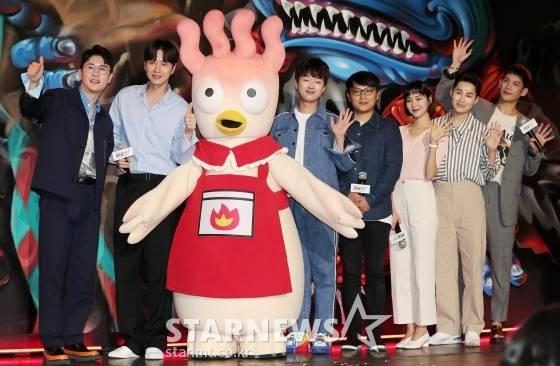 [단독] '제2의 펭수' 핫닭이, 이모티콘·도시락 시리즈 출시 | 인스티즈