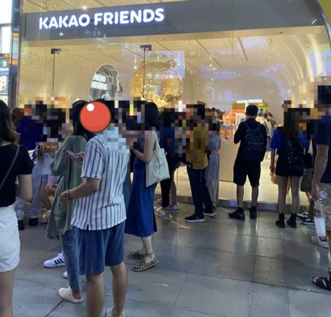 카카오프렌즈샵... 대만,중국 1호점 상황 ㄷㄷㄷ jpg | 인스티즈
