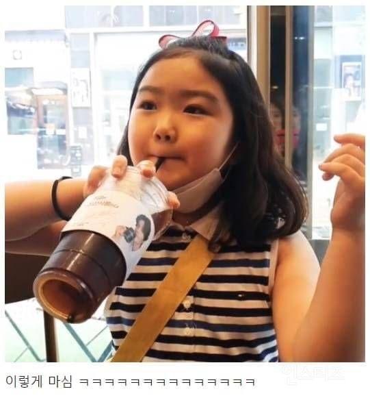초등학생 아이가 관찰한 어른들이 커피 마시는 모습.jpg | 인스티즈