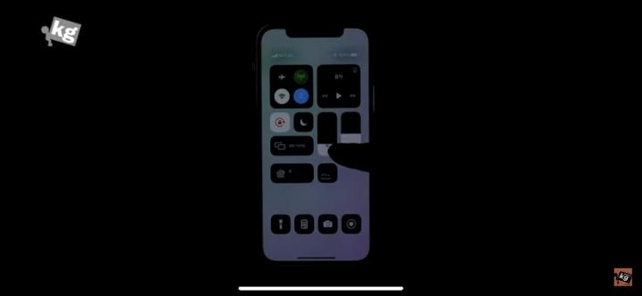 아이폰12 디스플레이 불량 당첨된 한 유튜버 | 인스티즈