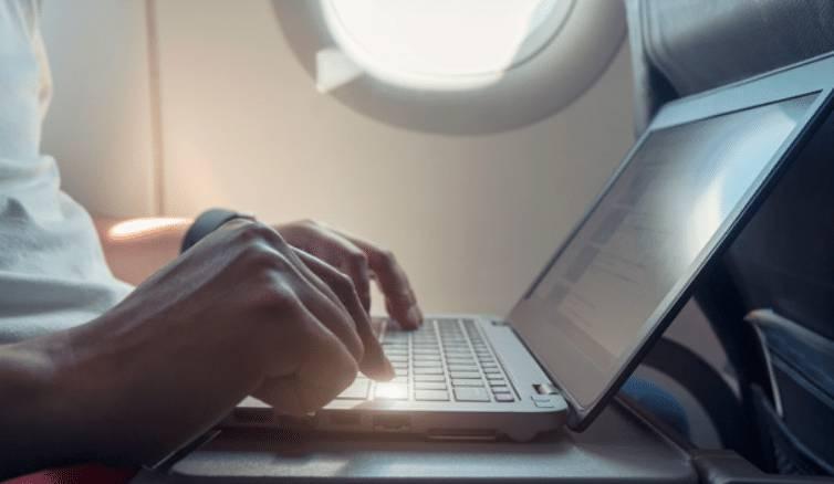 뒤로 넘긴 앞좌석에 노트북이 부서지면 누구책임?   인스티즈