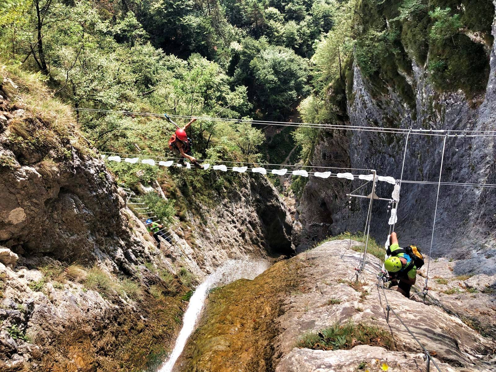 이탈리아에 있는 발바닥 모양의 다리 | 인스티즈