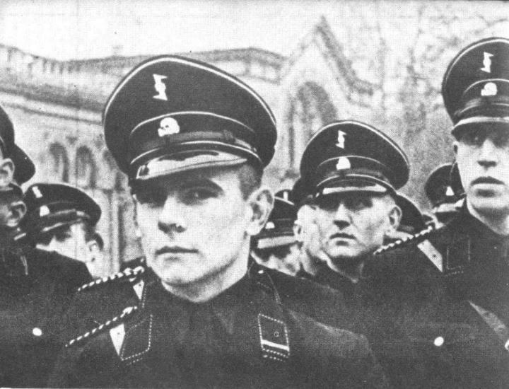 히틀러가 젊은이들을 현혹시키기 위해 만들었던 나치제복.jpg | 인스티즈