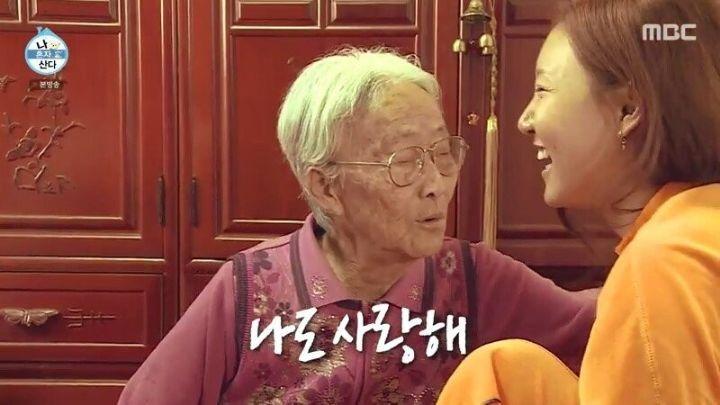 돌아가신 할머니 집을 찾아간 화사.jpg | 인스티즈