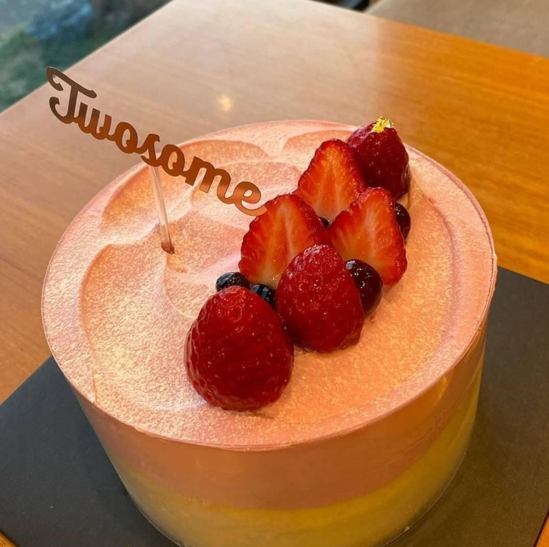 투썸플레이스 딸기치즈수플레 케이크.......jpg   인스티즈
