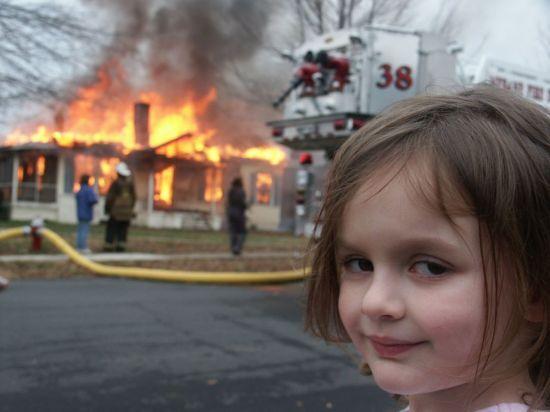 16년전 불 난 집 앞에서 웃고 있는 이 사진…6억에 팔렸다 | 인스티즈