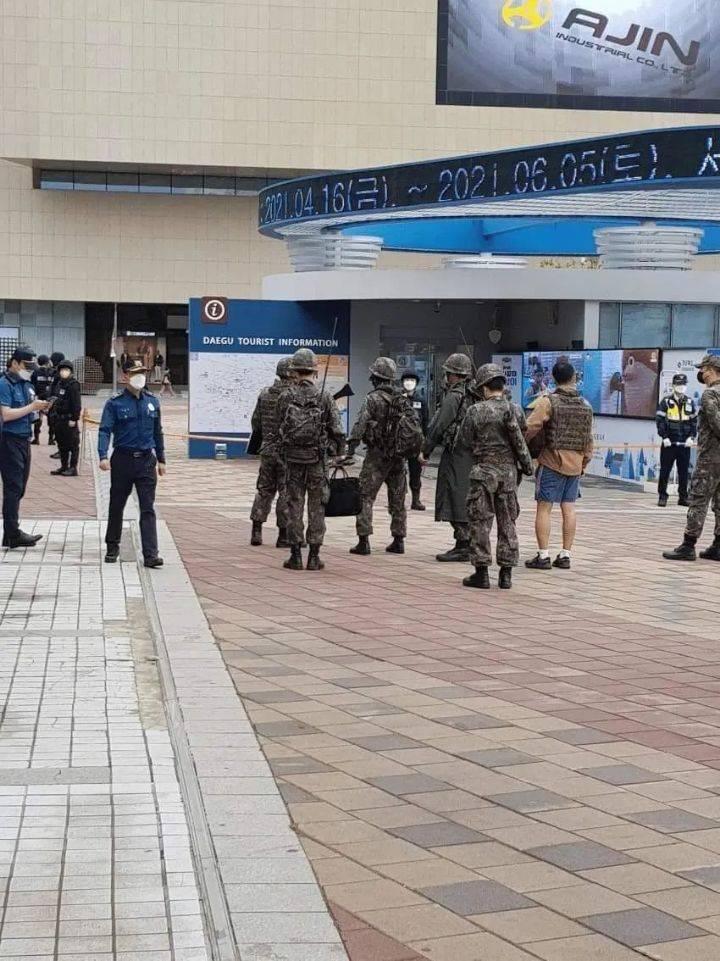 외국인들 화들짝 놀랄 어제 동대구역 상황 .jpg | 인스티즈
