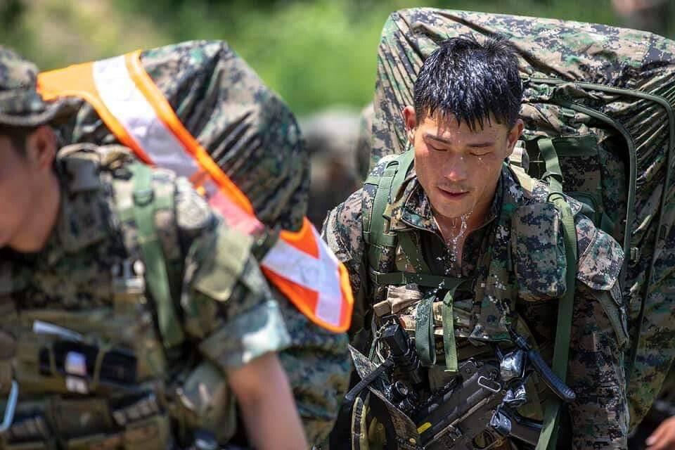 군필자들 PTSD 오는 완전 군장 행군.jpgif | 인스티즈
