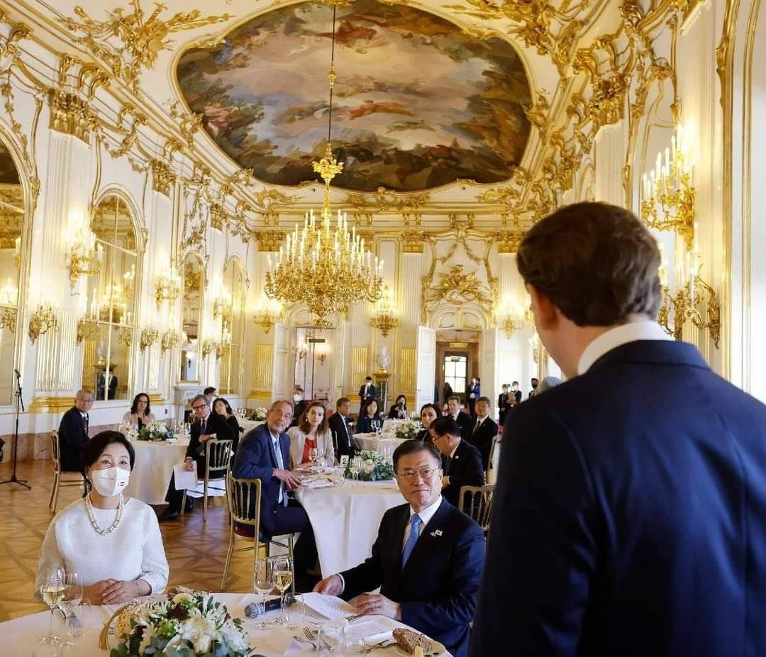 40년만에 쇤브룬궁을 개방한 오스트리아 | 인스티즈
