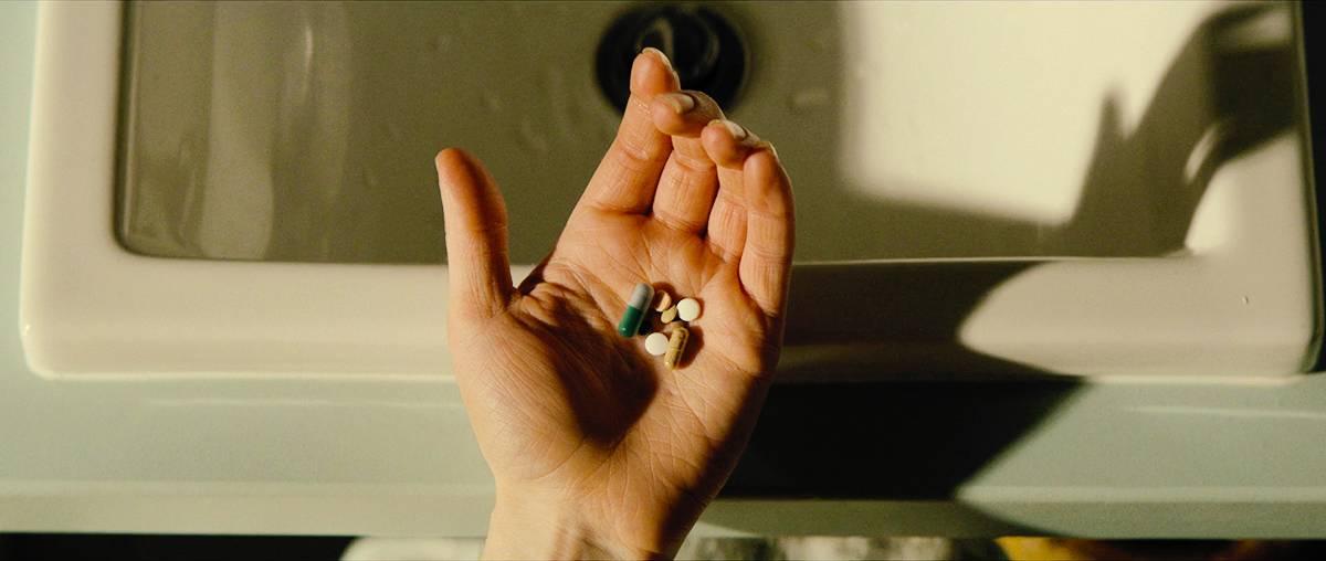 엄마가 매일 나에게 초록색 약을 먹이길래 약국에서 약의 정체를 알아봤더니...gif | 인스티즈