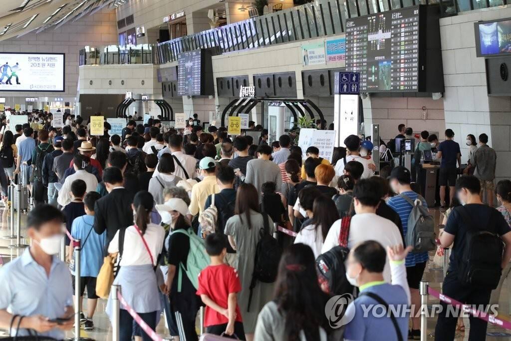 7월 22일 오늘 여행객들로 붐비는 김포공항 | 인스티즈