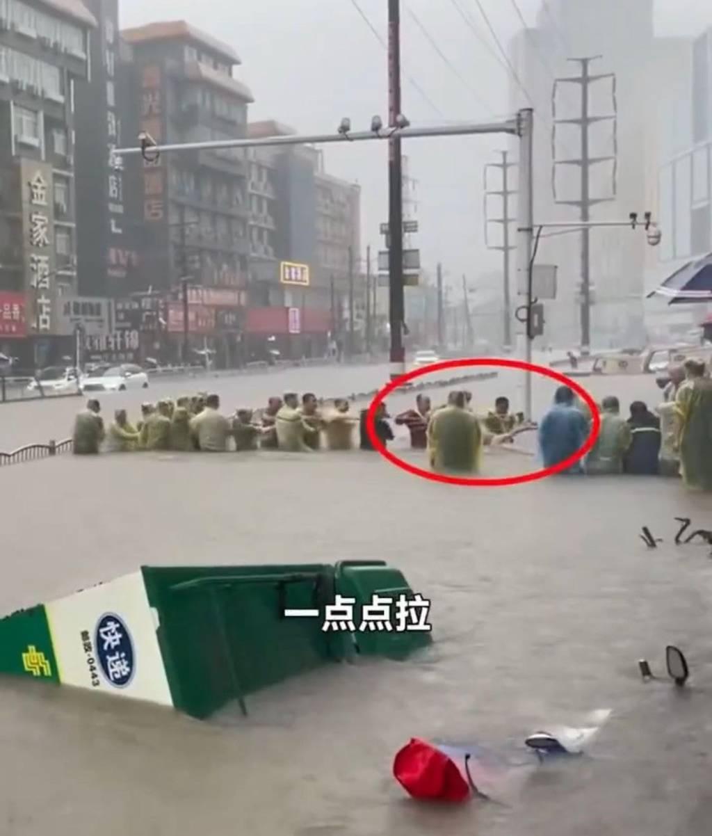 천년에 한 번 내리는 수준으로 내렸다는 중국 폭우 | 인스티즈
