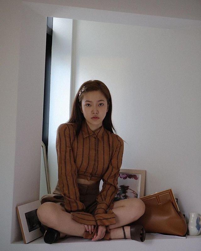 최근 펜디가 각잡고 출시한 신상백   인스티즈
