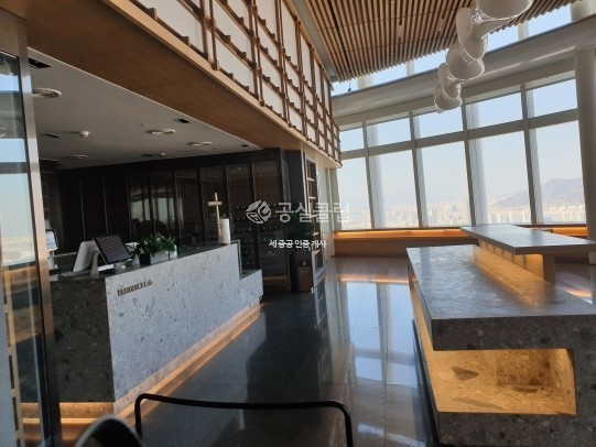 334억에 나온 롯데월드타워 70층 매물   인스티즈
